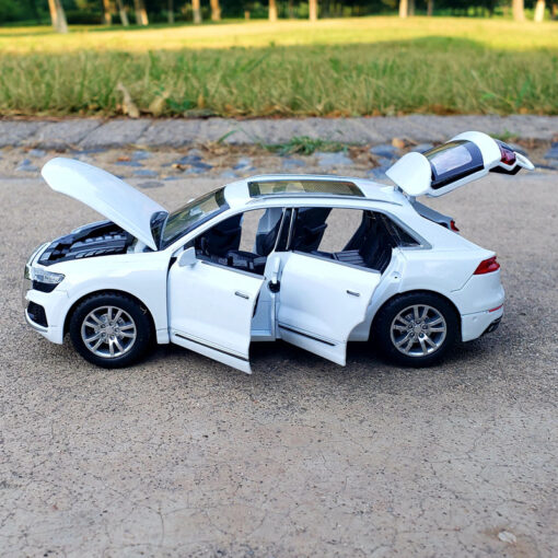 1 32 Scale Alloy Diecast Luxury SUV Car Model For Audi Q8 Collection Model Pull Back 2