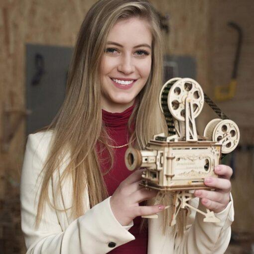 Robotime 183pcs Retro Diy 3D Hand Crank Film Projector Wooden Model Building Kits Assembly Vitascope Toy 3